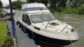 FLYBRIDGE MOTORBOOT;TRAILERBAR